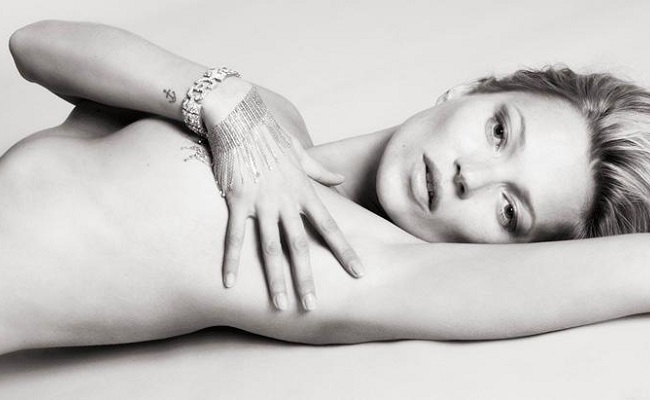 Kate Moss nue topless Playboy