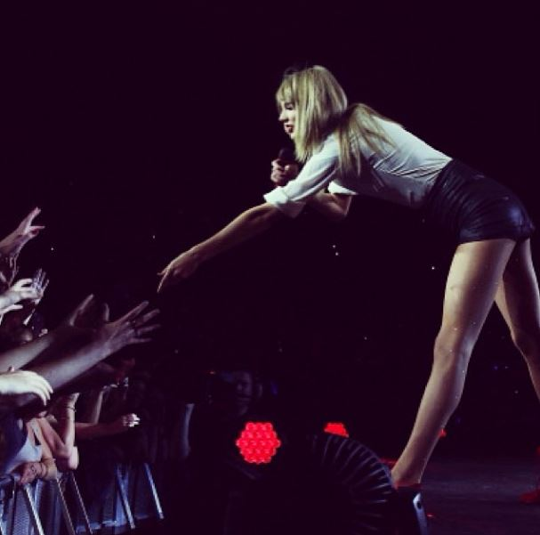 Taylor Swift grandes jambes