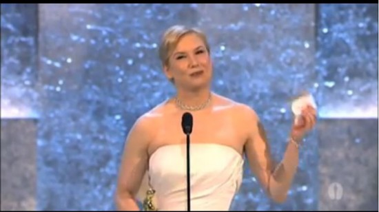 Renee Zellweger winning Best Supporting Actress  © Capture via Youtube